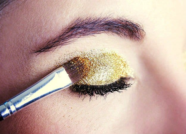 Apply The Loose Glitter Makeup |
