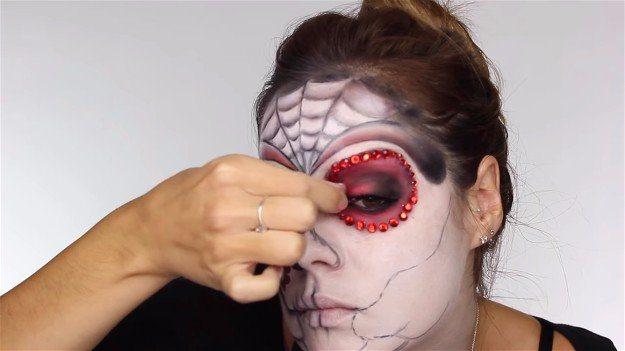 Attach Eyelashes | Easy Day of the Dead Makeup Tutorial Perfect For Halloween