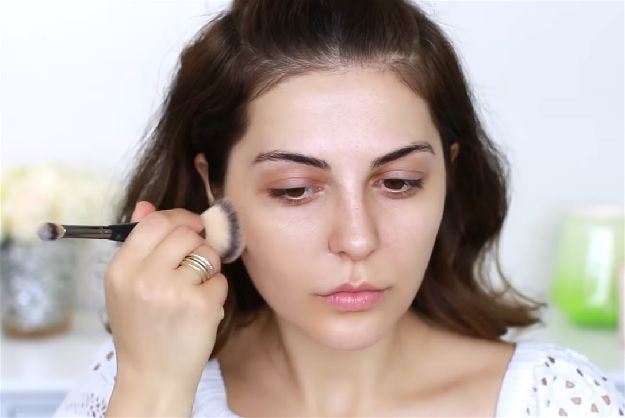 Apply Foundation  Easy No Makeup Makeup Tutorial You Need For 2017