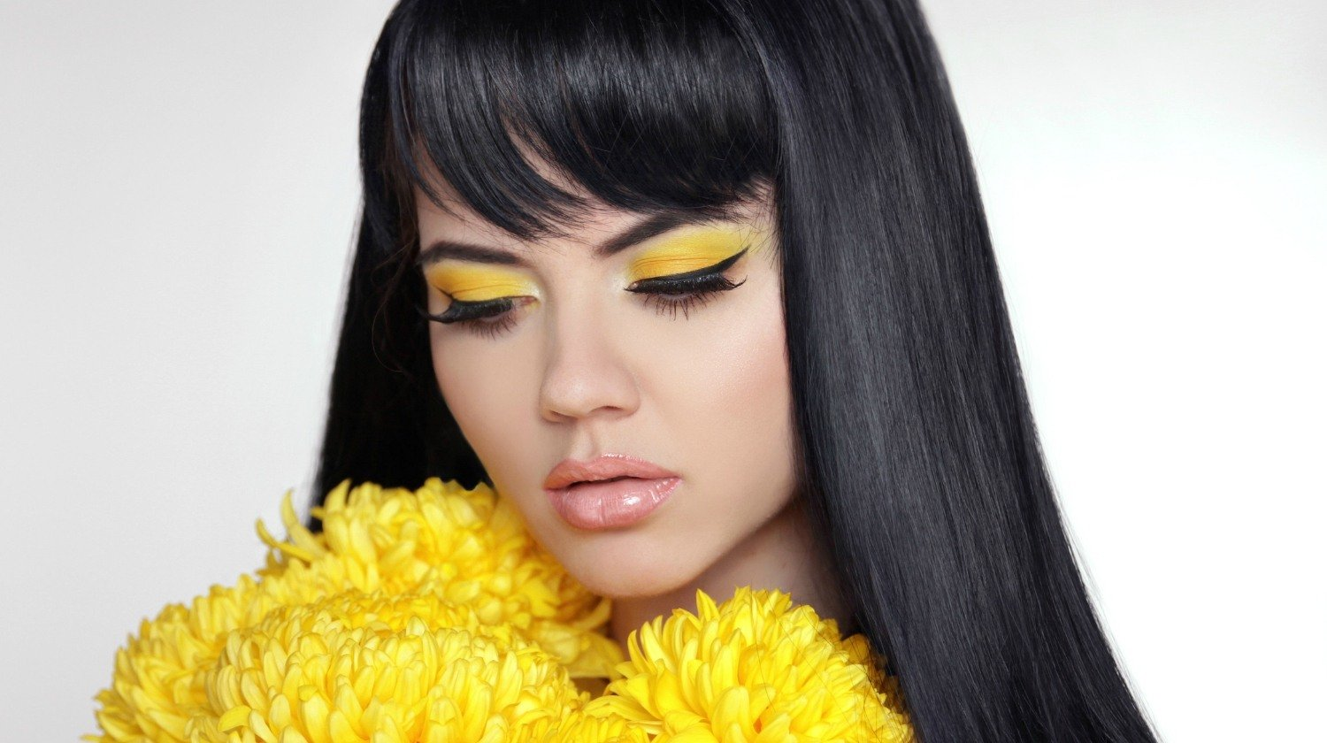 feature | Trend Alert-Bright Yellow Eye-shadow is Hot Right Now