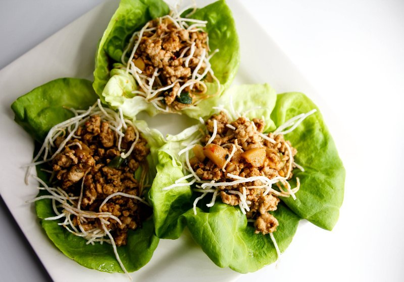 lettuce cups on white plate | body detox cleanse