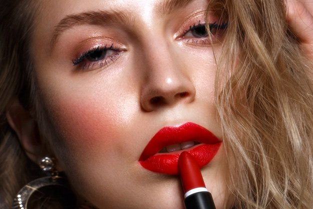 Woman Holding Red Lipstick   Spring & Summer Makeup Looks You Need To Try