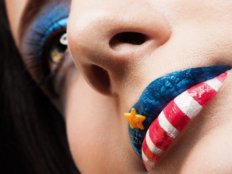 Patriotischer Make-up-Look | Make-up-Tutorials zum patriotischen Gedenktag, die Sie ausprobieren sollten