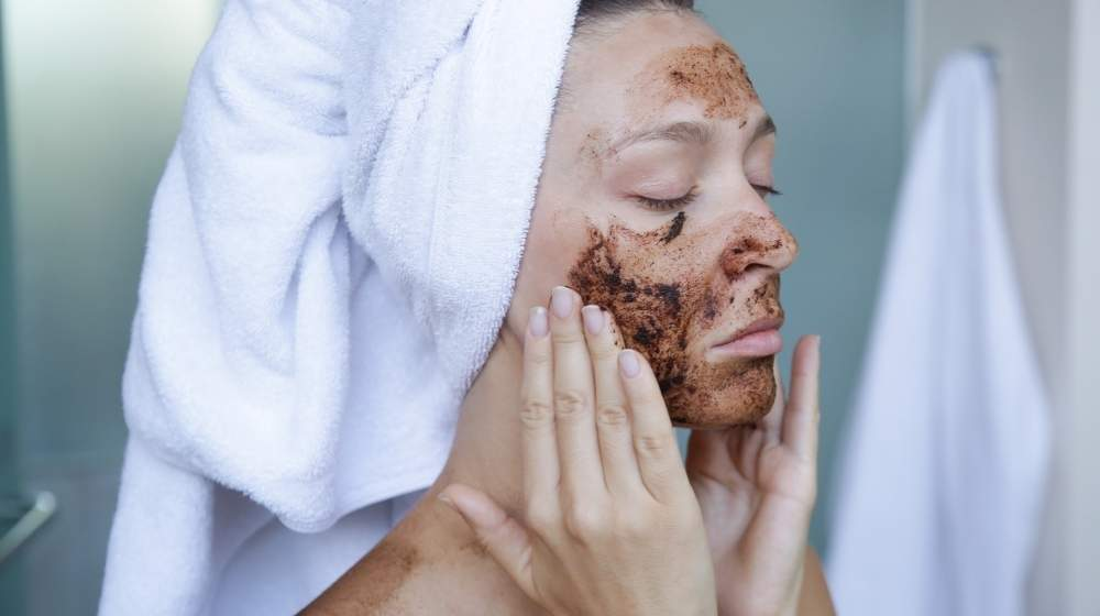 diy-coffee-scrub-face-mask | How To Make A Facial and Body Coffee Scrub At Home | Featured